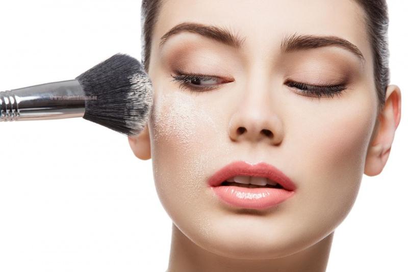 trucco make-up cipria polvere pennello occhi labbra