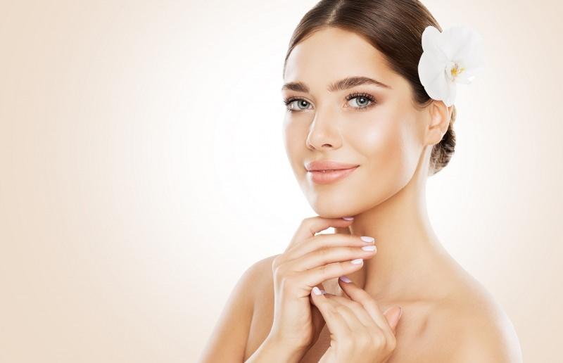 viso donna bella pelle morbida liscia seta fiore orchidea bianca