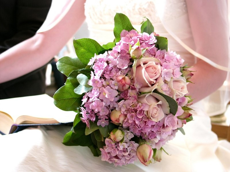sposa bouquet rosa ortensia matrimonio