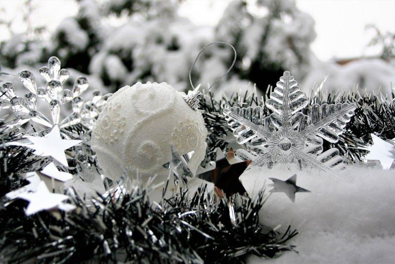 Natale 2018 | Addobbi natalizi| Idee | Colori | Decorazioni cristallo vetro argento palline stelle ramo
